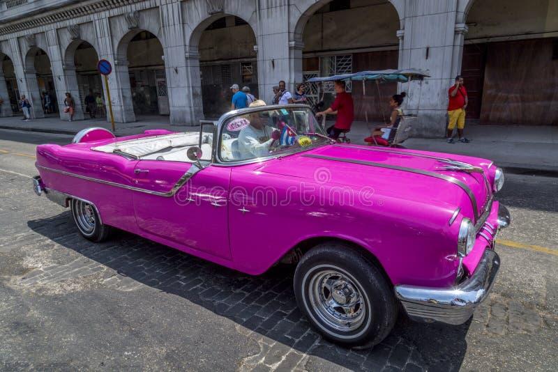 Винтажные американские автомобили около Central Park, Гаваны, Кубы #8 стоковые фотографии rf