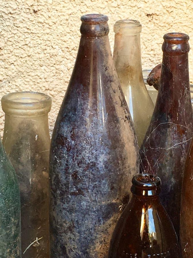 Винтажные античные стеклянные бутылки стоковое фото