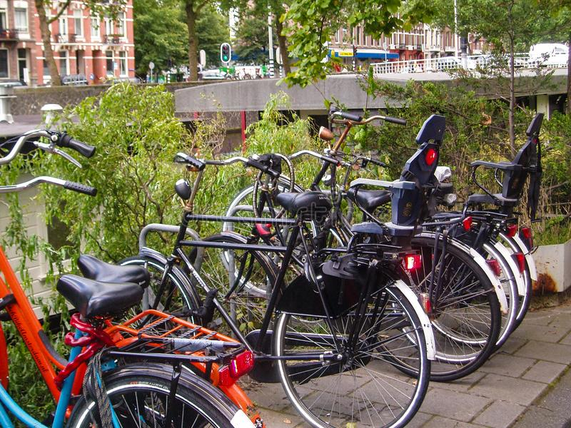 Винтажные велосипеды в Амстердаме стоковое изображение rf