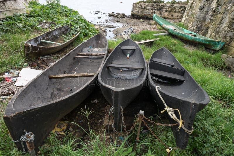 Винтажные каное землянки в Панаме стоковые изображения rf