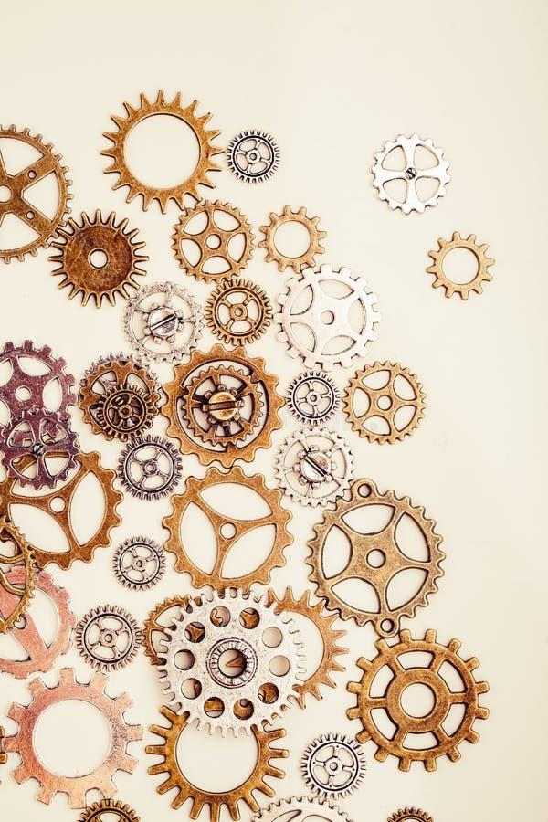 Винтажные колеса шестерни на светлой предпосылке стоковая фотография rf