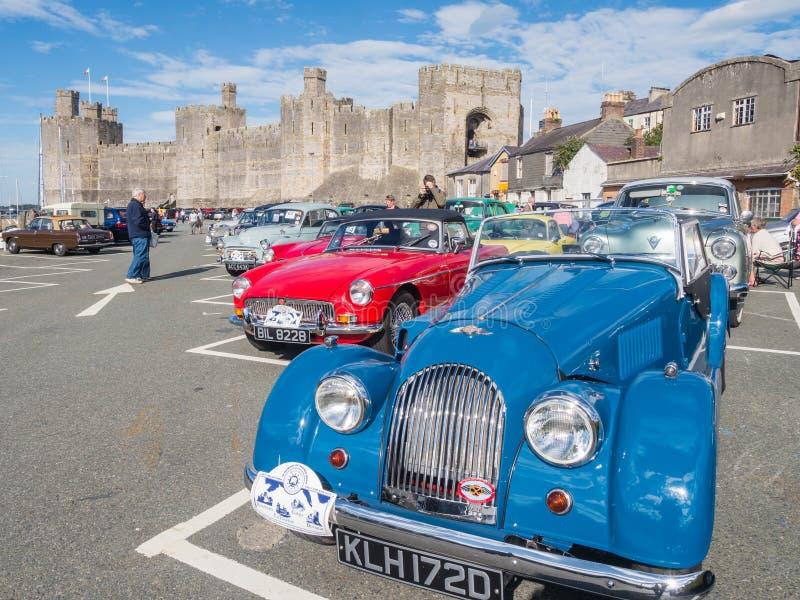 Download Винтажные классические автомобили принимать след бегут в северном Уэльсе Редакционное Изображение - изображение насчитывающей тип, timer: 41663120