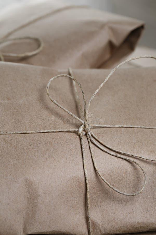Винтажные пакеты стиля обернутые с веревочкой стоковое изображение