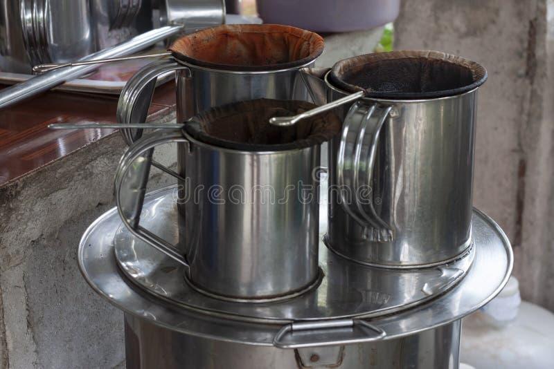 Винтажные тайские традиционные сумки кофе, кувшина и fillter стоковое изображение rf