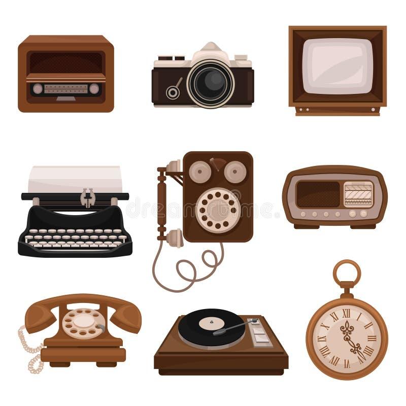 Винтажные технологии установили, ретро радио, камера фото, ТВ, машинка, таксофон, игрок винила, вектор карманного вахты иллюстрация штока