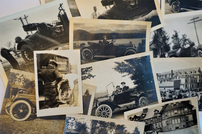 Винтажные фотоснимки женщин управляя автомобилями стоковые фотографии rf
