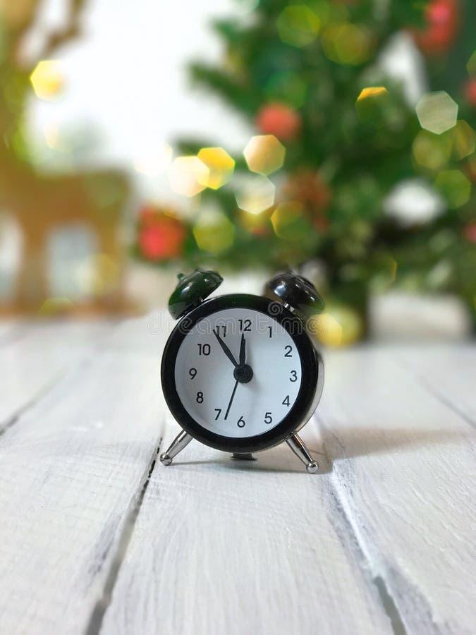 Винтажные часы 5 минут к полночи стоковые фотографии rf