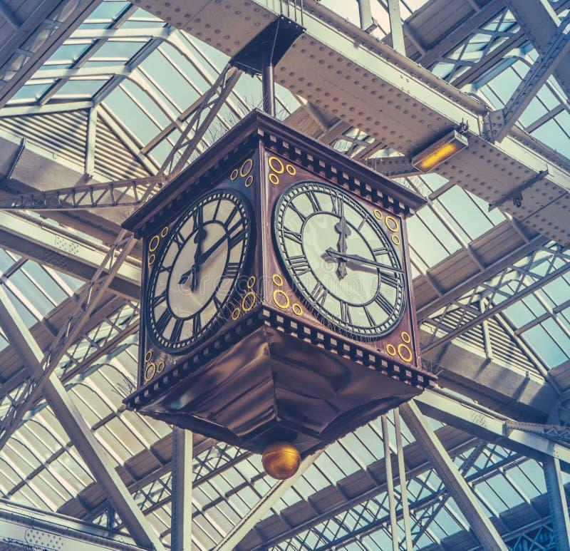 Винтажные часы станции стоковое изображение