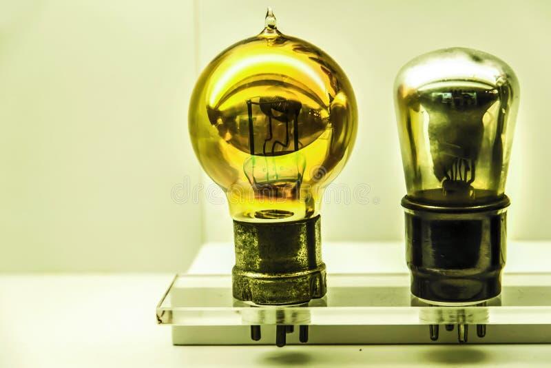 Винтажные электрические лампочки стоковые фото