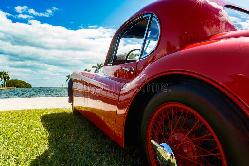Винтажный автомобиль ягуара стоковые изображения rf
