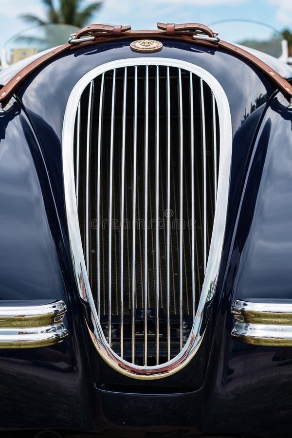 Винтажный автомобиль ягуара стоковые фотографии rf