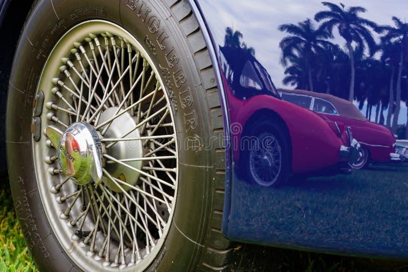 Винтажный автомобиль ягуара стоковое изображение rf