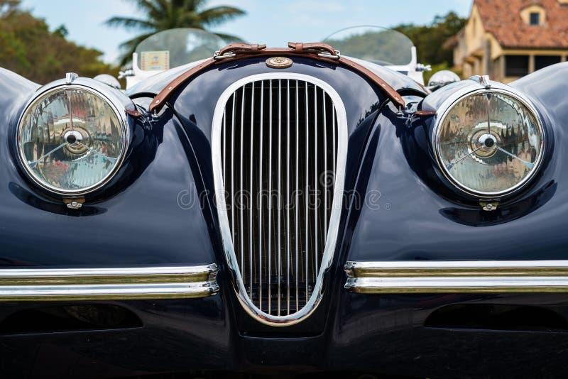 Винтажный автомобиль ягуара стоковая фотография