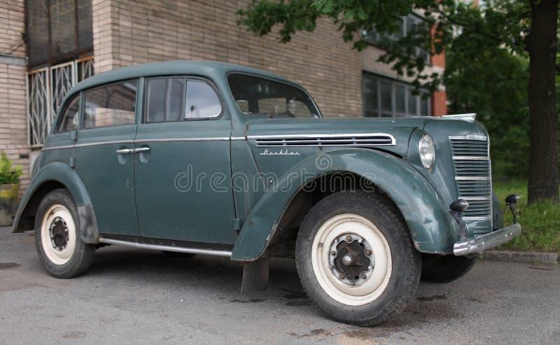 Винтажный автомобиль Moskvich-400 стоковые фото