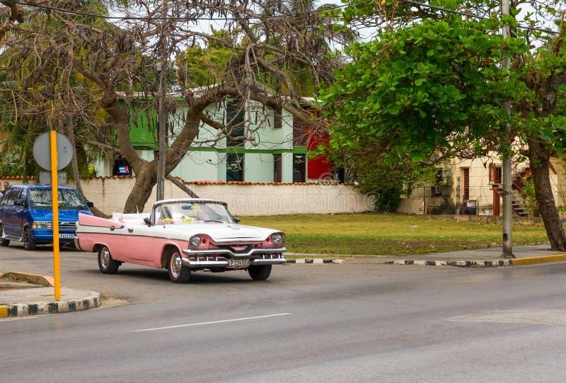 Винтажный американский автомобиль в Варадеро, Кубе стоковая фотография rf