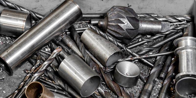 Винтажный античный автомобильный ассортимент механической мастерской буровых наконечников и deburring инструментов стоковое изображение rf