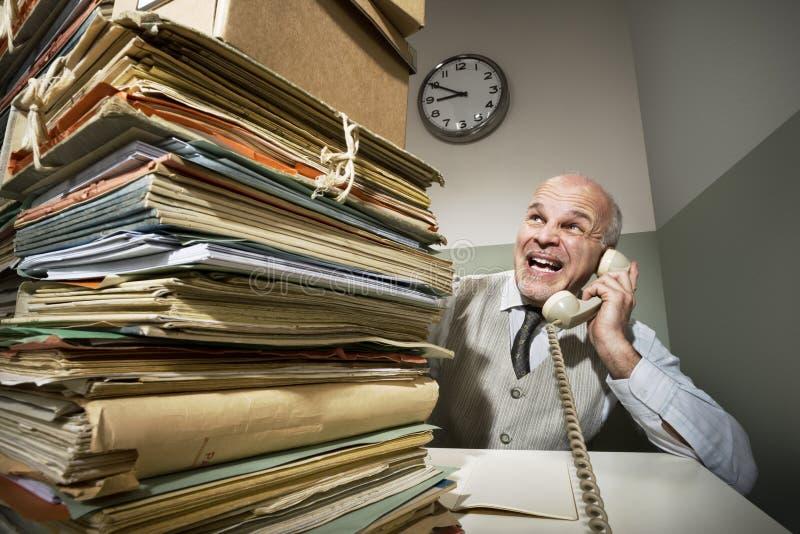 Винтажный бизнесмен на телефоне стоковое изображение rf