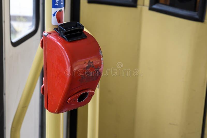 Винтажный билет пробивая утверждающ машину на трамвае в Будапеште стоковое изображение rf