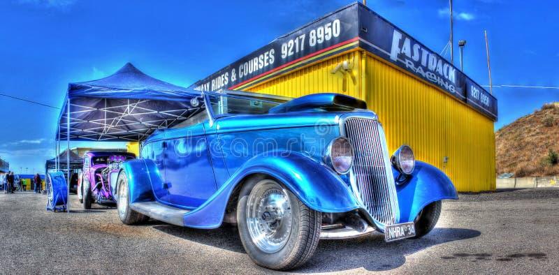 Винтажный голубой автомобиль стоковое изображение rf
