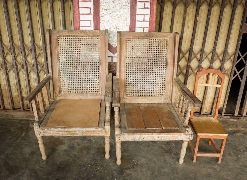 Винтажный деревянный стул стоковые фотографии rf