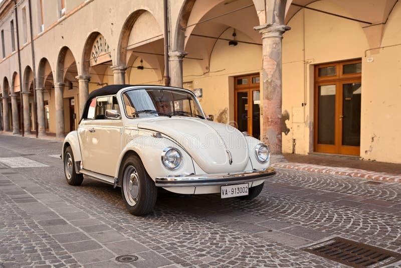 Винтажный жук типа 1 Фольксвагена автомобиля стоковые фотографии rf
