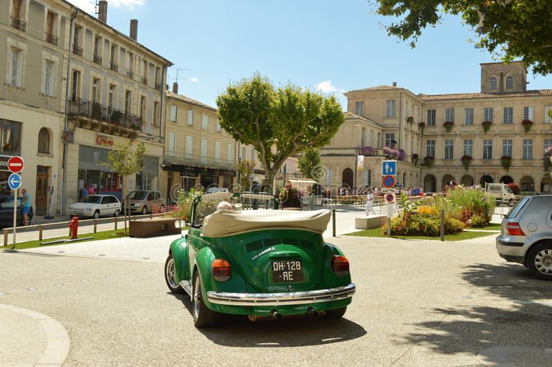 Винтажный зеленый автомобиль стоковые изображения rf