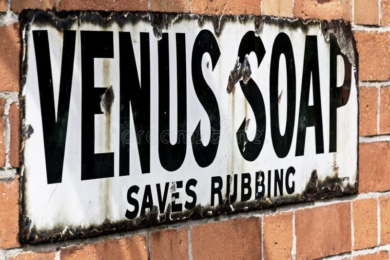 Винтажный знак рекламы для мыла Венеры стоковые фотографии rf