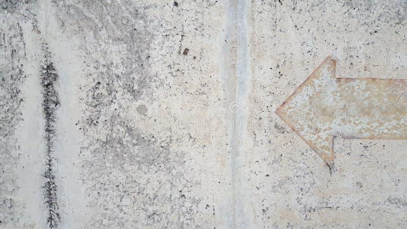 Винтажный знак стрелки на поле миномета стоковая фотография rf