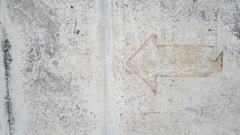 Винтажный знак стрелки на поле миномета стоковое фото
