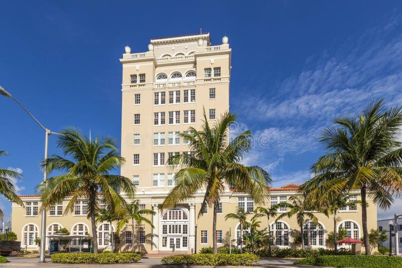 Винтажный здание муниципалитет Miami Beach в стиле стиля Арт Деко стоковая фотография rf