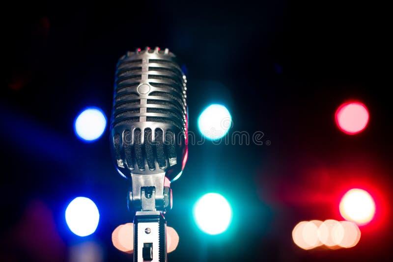 Винтажный конец микрофона вверх стоковые изображения rf