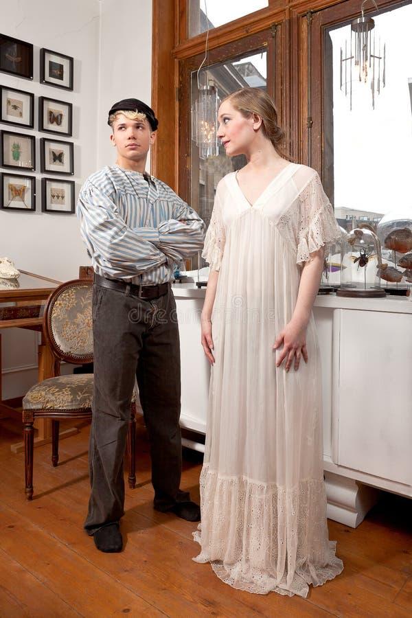 Винтажный матрос и викторианская девушка стоковая фотография