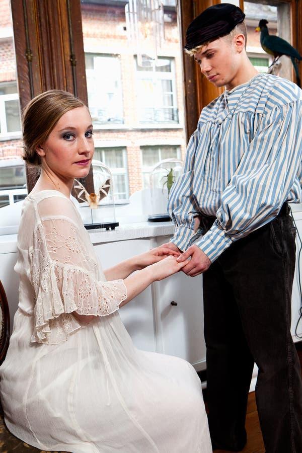 Винтажный матрос и девушка в викторианском платье стоковые фотографии rf