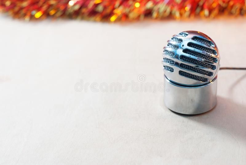 Винтажный микрофон конденсатора, передача рождества стоковое фото