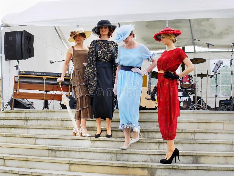 Винтажный модный парад, одежда Womanстоковое изображение rf
