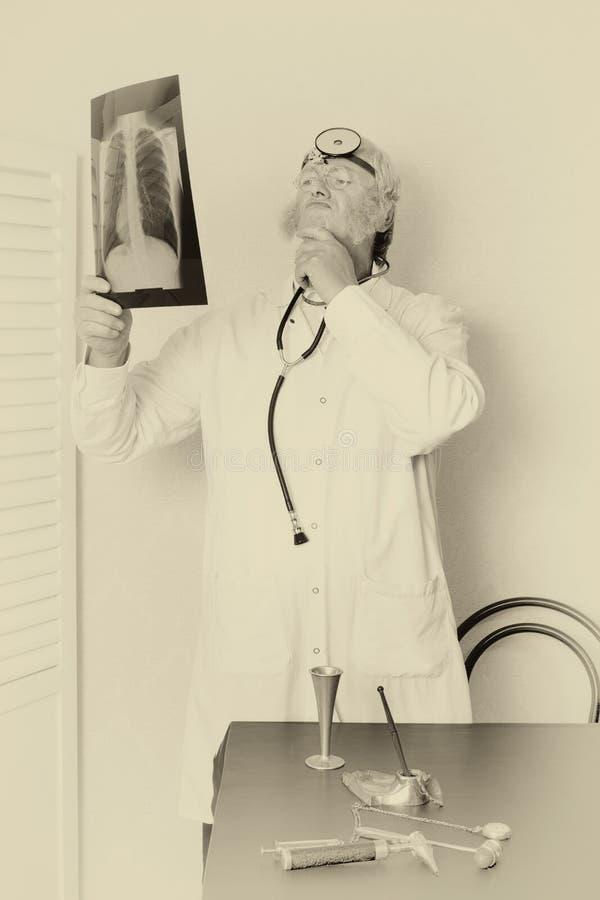 Винтажный доктор в sepia стоковые фото
