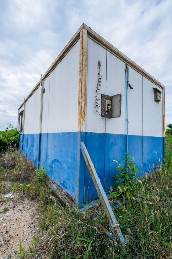 Винтажный дом кабины контейнера стоковое изображение rf