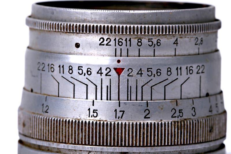 Винтажный пакостный объектив камеры на белой предпосылке стоковые изображения rf