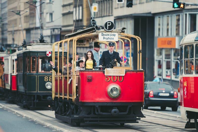 Винтажный парад трамвая, Прага, чехия стоковая фотография rf