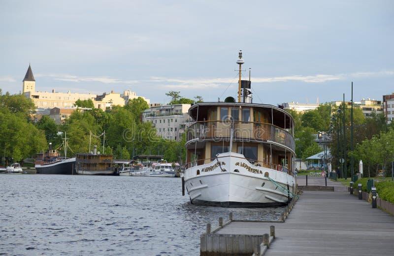 Download Винтажный пассажирский корабль на ноче Lappeenranta портового района белой Финляндия Редакционное Стоковое Изображение - изображение насчитывающей причал, лето: 81811724