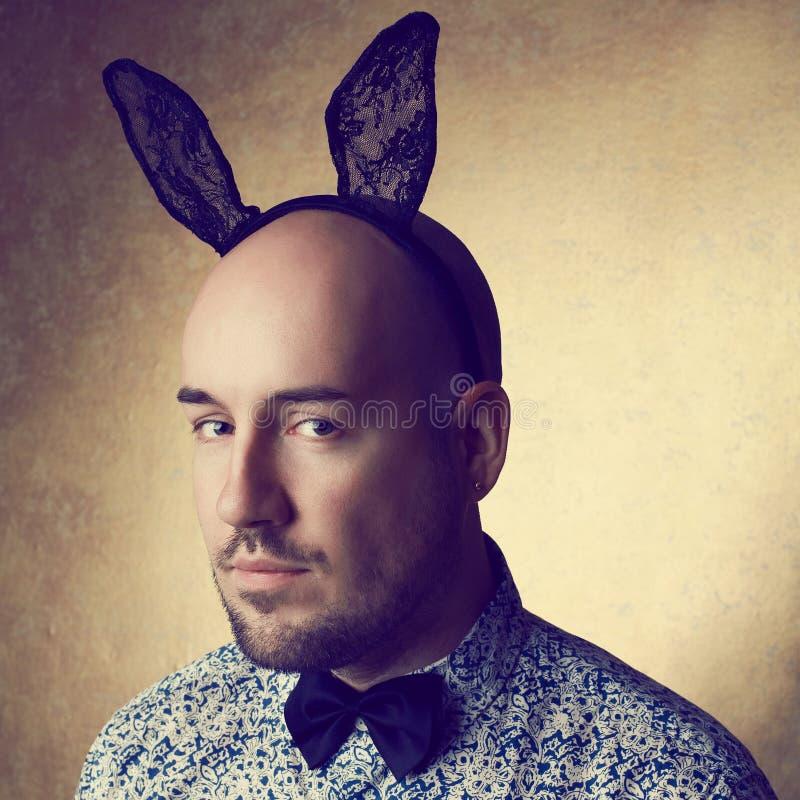 Винтажный портрет красивого блестящего облыселого зайчик-человека стоковая фотография rf