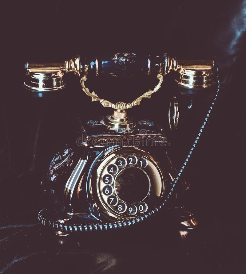 Винтажный роторный телефон стоковые фото