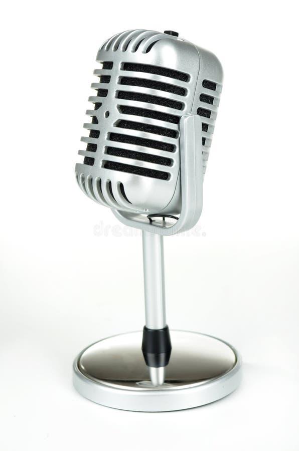 Винтажный серебряный микрофон на белизне стоковая фотография rf