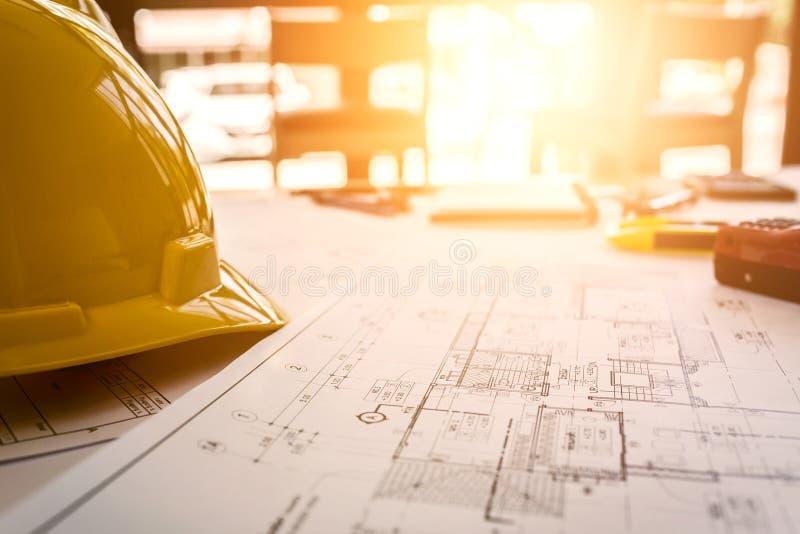 Винтажный стол дела подрядчика инженера стоковые изображения rf