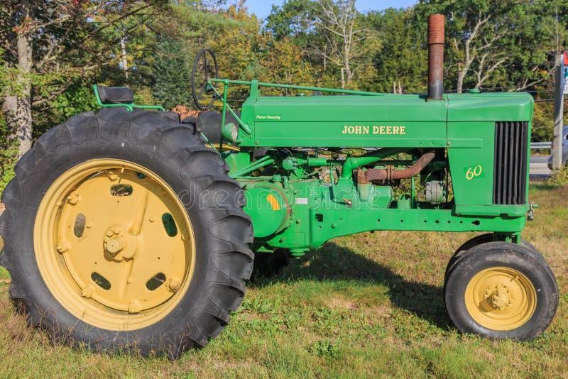 Винтажный трактор модели 60 John Deere стоковое фото rf