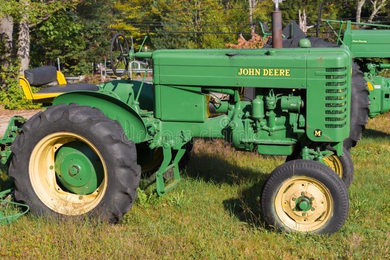Винтажный трактор модели m John Deere стоковая фотография rf