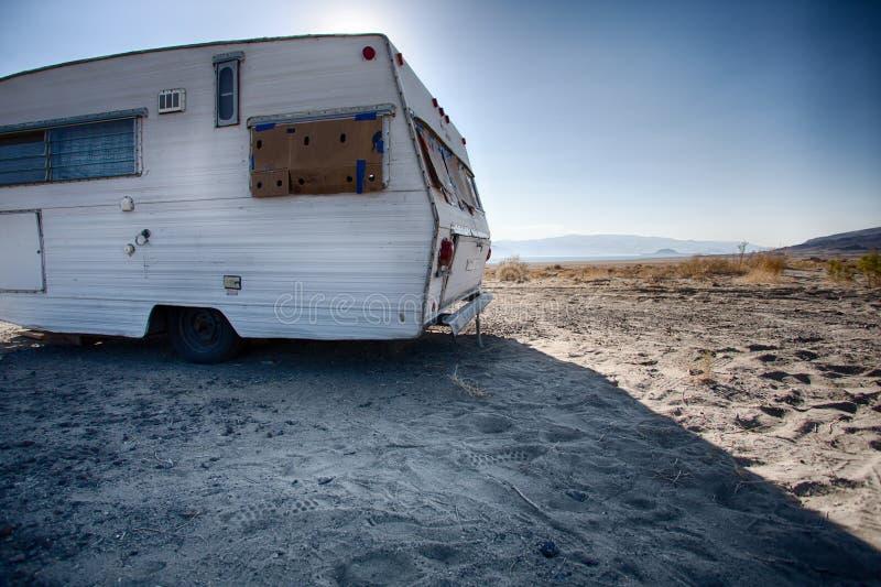Винтажный трейлер в пустыне Невады стоковое фото rf