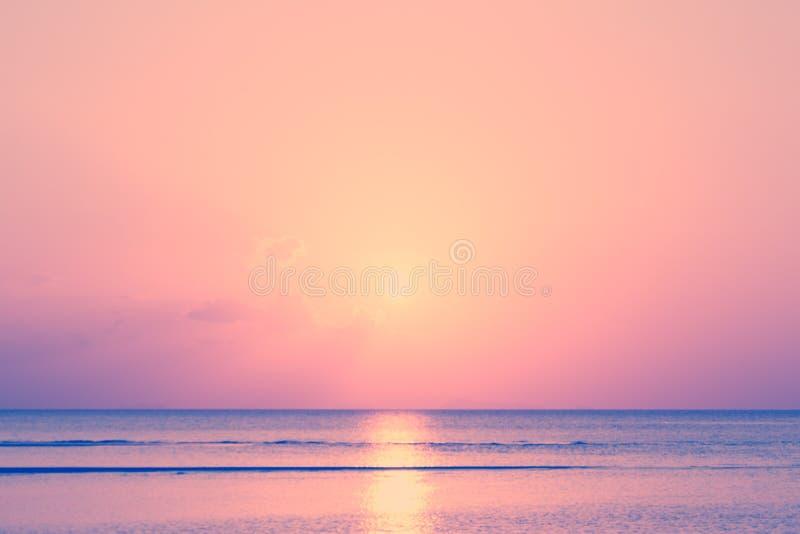 Винтажный тропический пляж и небо на сумраке стоковое фото rf