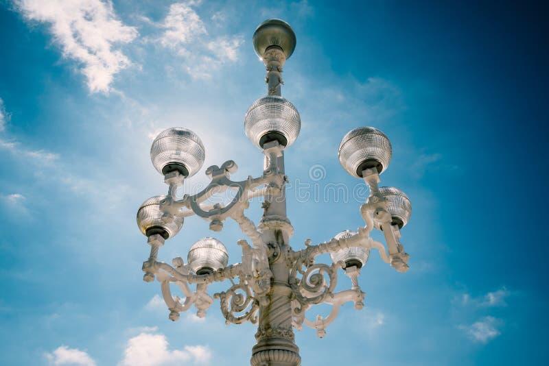 Винтажный уличный свет в San Sebastian стоковые фото
