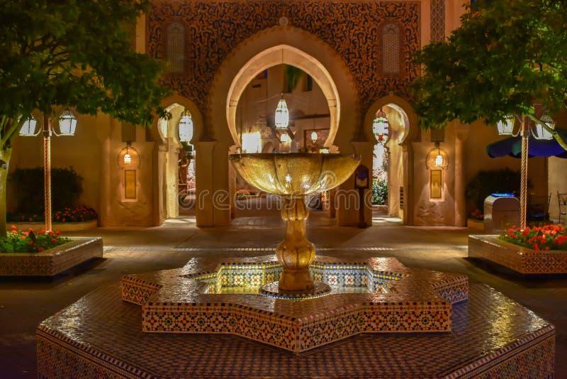 Винтажный фонтан в павильоне Марокко на Epcot в мире Уолт Дисней стоковое изображение rf